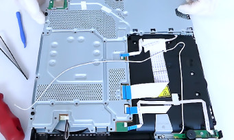 PS4 Slim : un unboxing particulier qui met la console en pièces