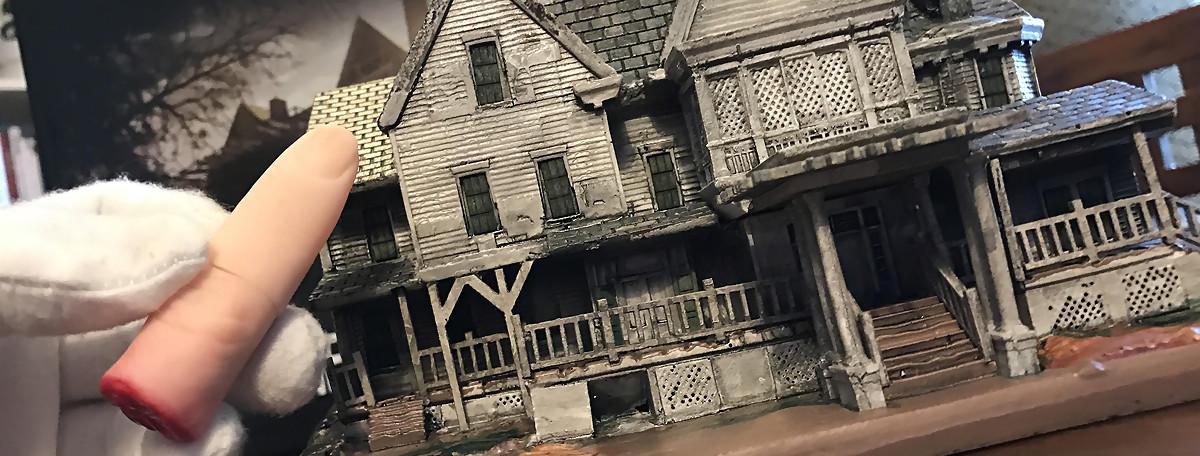 Resident Evil VII : unboxing du collector avec le manoir et le doigt coupé
