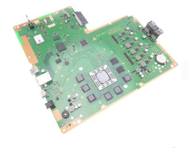 Sur la PS4, le HDD est branché sur la prise noire (en haut ce l'image), bien loin du SoC