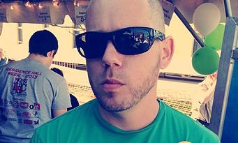 Xbox 720 : Cliff Bleszinski se rase le crâne contre le cancer