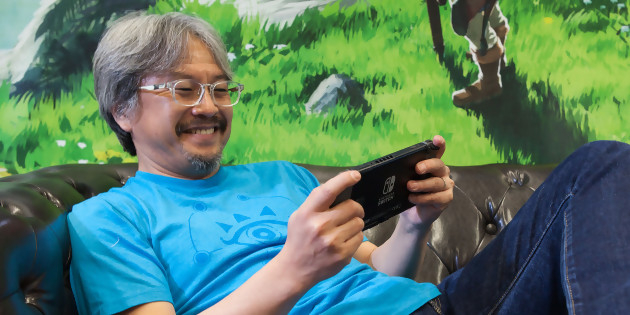 Eiji Aonuma jouant à Zelda Breath of the Wild sur Nintendo Switch