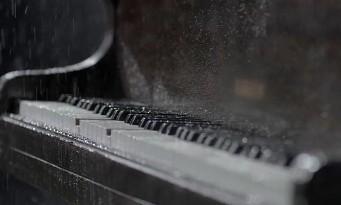 Rain : le trailer du piano mouillé